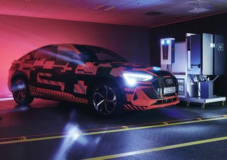 Audi trabaja en la carga bidireccional: quiere que la batería del SUV eléctrico e-tron abastezca un hogar durante una semana