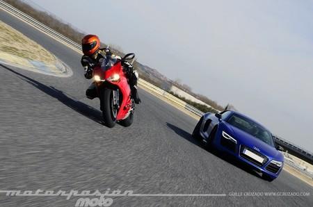 Ducati_899_panigale_audi_r8_guille_cruzado