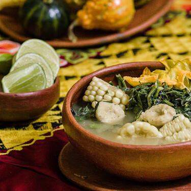 Sopa de guías con chochoyotes estilo Oaxaca. Receta fácil de comida mexicana