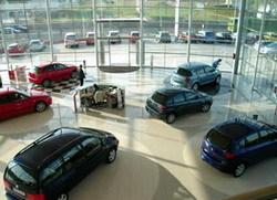 Los concesionarios quieren reconvertirse debido a que la gente decide qué coche comprar por Internet