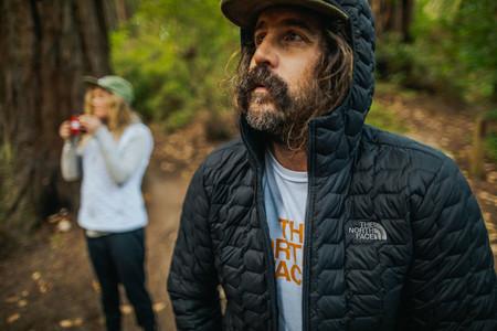 Ofertas en camisetas, tops, malla y abrigos The North Face para hombre y mujer en Amazon