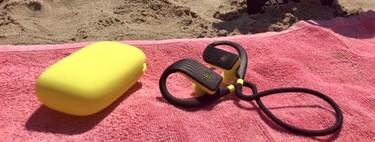 Probamos los auriculares sumergibles JBL Endurance Dive: ponle ritmo a tus entrenamientos de natación
