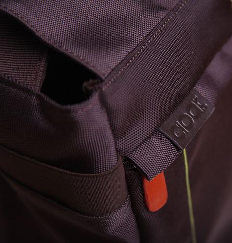 Foto de Cloak Bag, para hacer fotos sin sacar la cámara de la bolsa (2/5)
