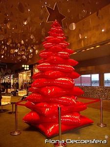 Un árbol de Navidad hecho con sacos