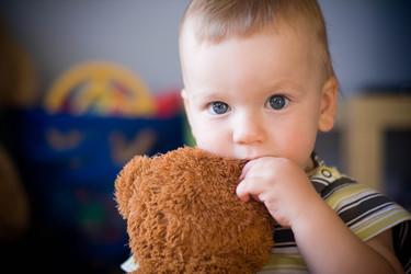 ¿Por qué muerde mi hijo y qué puedo hacer frente a ello?