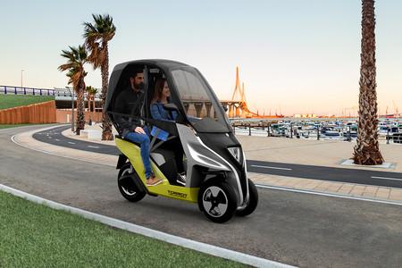 Tres ruedas, un techo y 150 km de autonomía eléctrica. Así es el Torrot Velocípedo