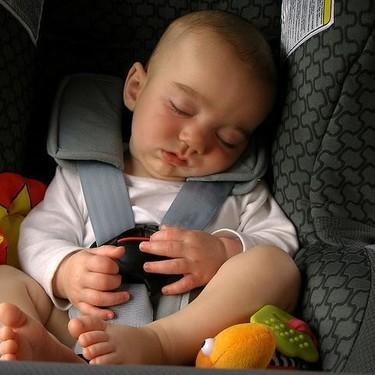 Un niño de 10 años crea un dispositivo para evitar la muerte de los bebés que se queden encerrados en el coche