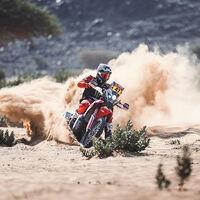 Kevin Benavides le devuelve el liderato a Honda en el Dakar, con Toby Price al acecho en la quinta etapa