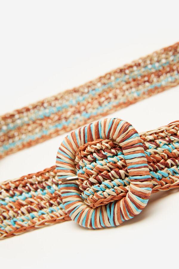 Cinturón realizado con rafia multicolor.