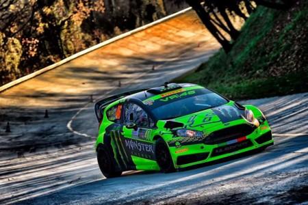 Valentino Rossi ya está menos enfadado después de ganar el Monza Rally Show, pero con un coche