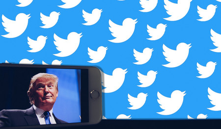 """Trump advierte con """"regular o cerrar"""" las redes sociales tras ser corregido por Twitter a raíz de un tuit """"sin fundamento"""""""