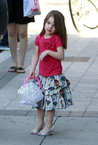 Los zapatos de tacón para niñas, a debate