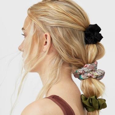 Ni uno ni dos: este verano Stradivarius nos propone peinados cargados de scrunchies