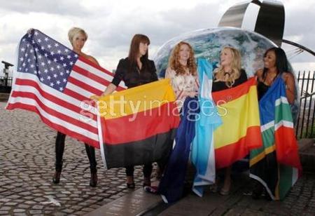Las Spice girls irán de Versace