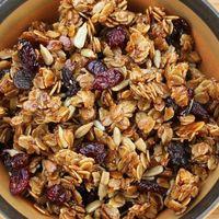 Granola casera con avena, pepitas, frutos secos y miel. Receta fácil para cualquier ocasión