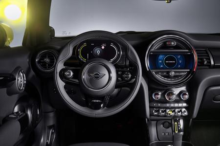 MINI Cooper SE interior