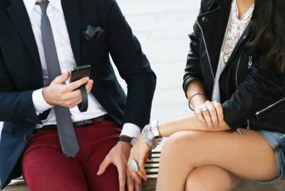 El nuevo accesorio más fashion y geek es un brazalete para tu smartphone