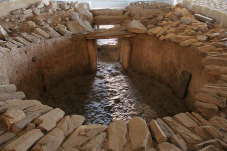 Visita al sepulcro del calcolítico de Huerta Montero