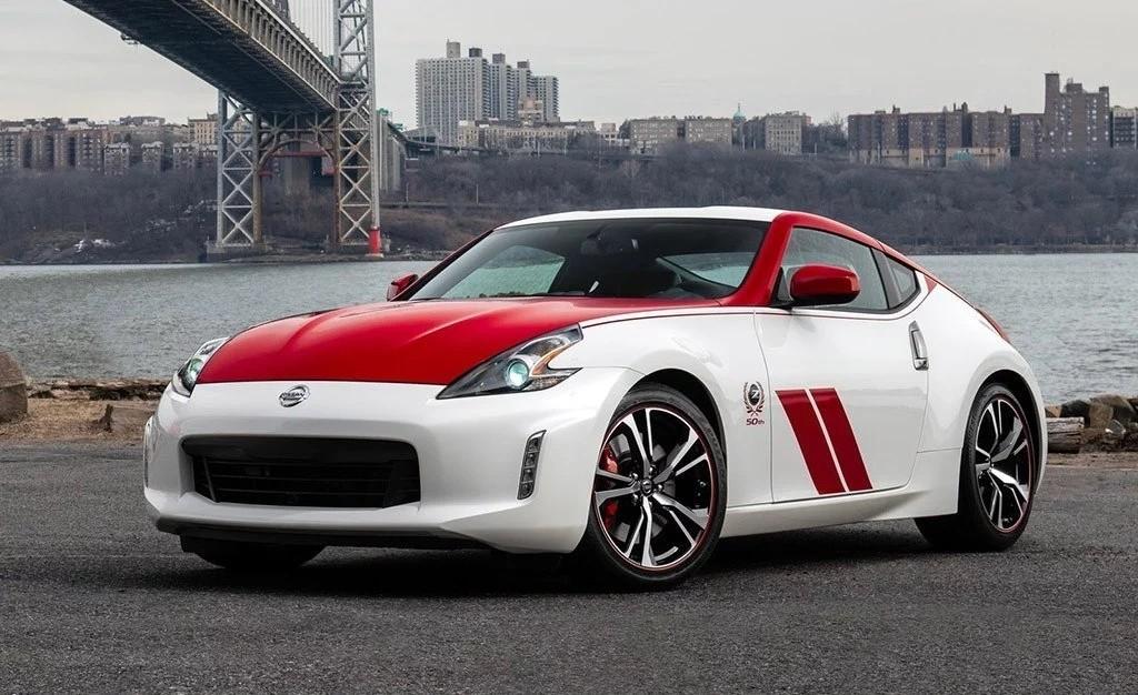 Cambios estéticos, más equipamiento y mismos 337 CV para el Nissan 370Z 50th Anniversary Edition