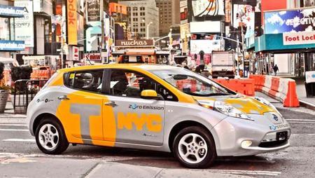 """""""En la luna"""" uno de los taxistas de Nueva York con su Nissan LEAF"""