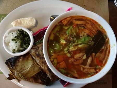 Caldo tlalpeño. Receta fácil de comida tradicional mexicana
