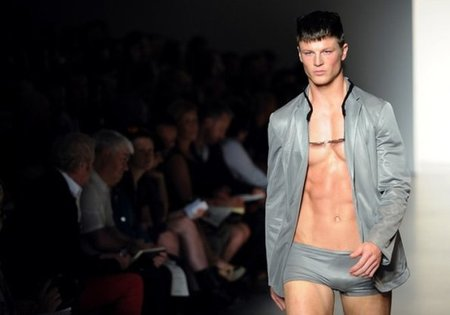 Calvin Klein, Primavera-Verano 2011 en la Semana de la Moda de Milán
