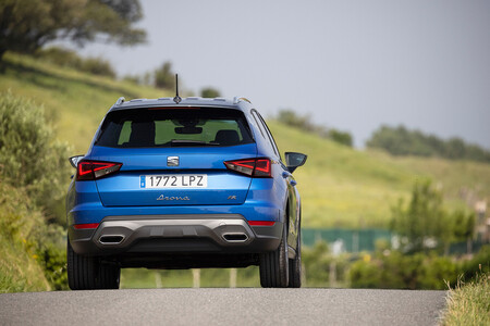 Los coches más vendidos de 2021: el SEAT Arona continúa en lo más alto, pero el Dacia Sandero se acerca