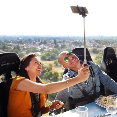 Dinner in the sky llega a Campo Marte, donde podrás comer a 45 metros de altura