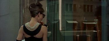 Decimos adiós a Hubert Givenchy con 14 fotos de Audrey que son la absoluta perfección