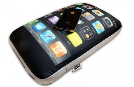 iphone-4-cushion-1-500x326.jpg