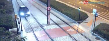 El vídeo de la surrealista pillada en Málaga: circula por las vías del metro triplicando la tasa de alcohol y revienta tres ruedas