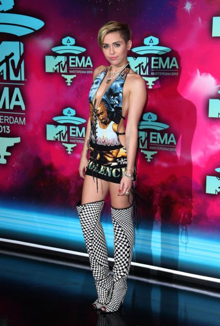 Peores looks de Miley Cyrus 2013 MTV EMA Tupac Biggie vestido