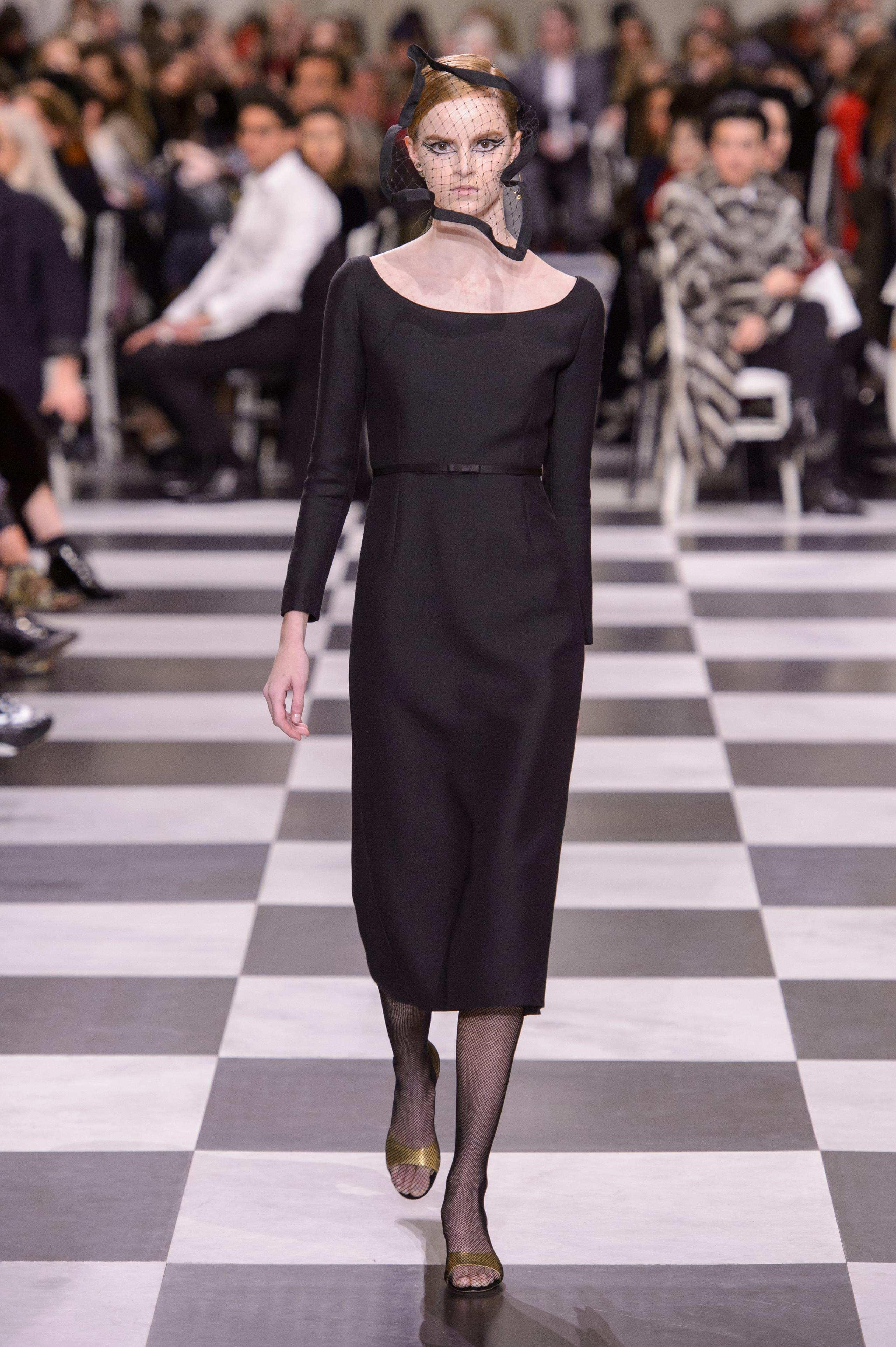 Foto de Dior Alta Costura: Maria Grazia Chiuri y su mágico desfile en blanco y negro Primavera-Verano 2018 (18/74)