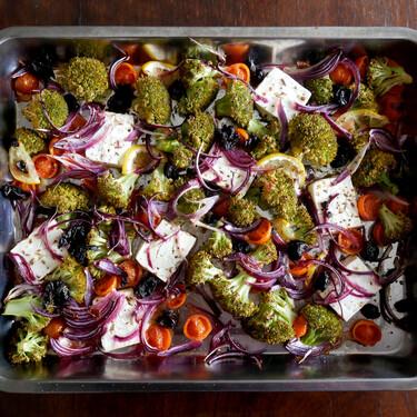 Brócoli al horno con queso feta, tomate cherry y limón: receta fácil y saludable para una cena socorrida