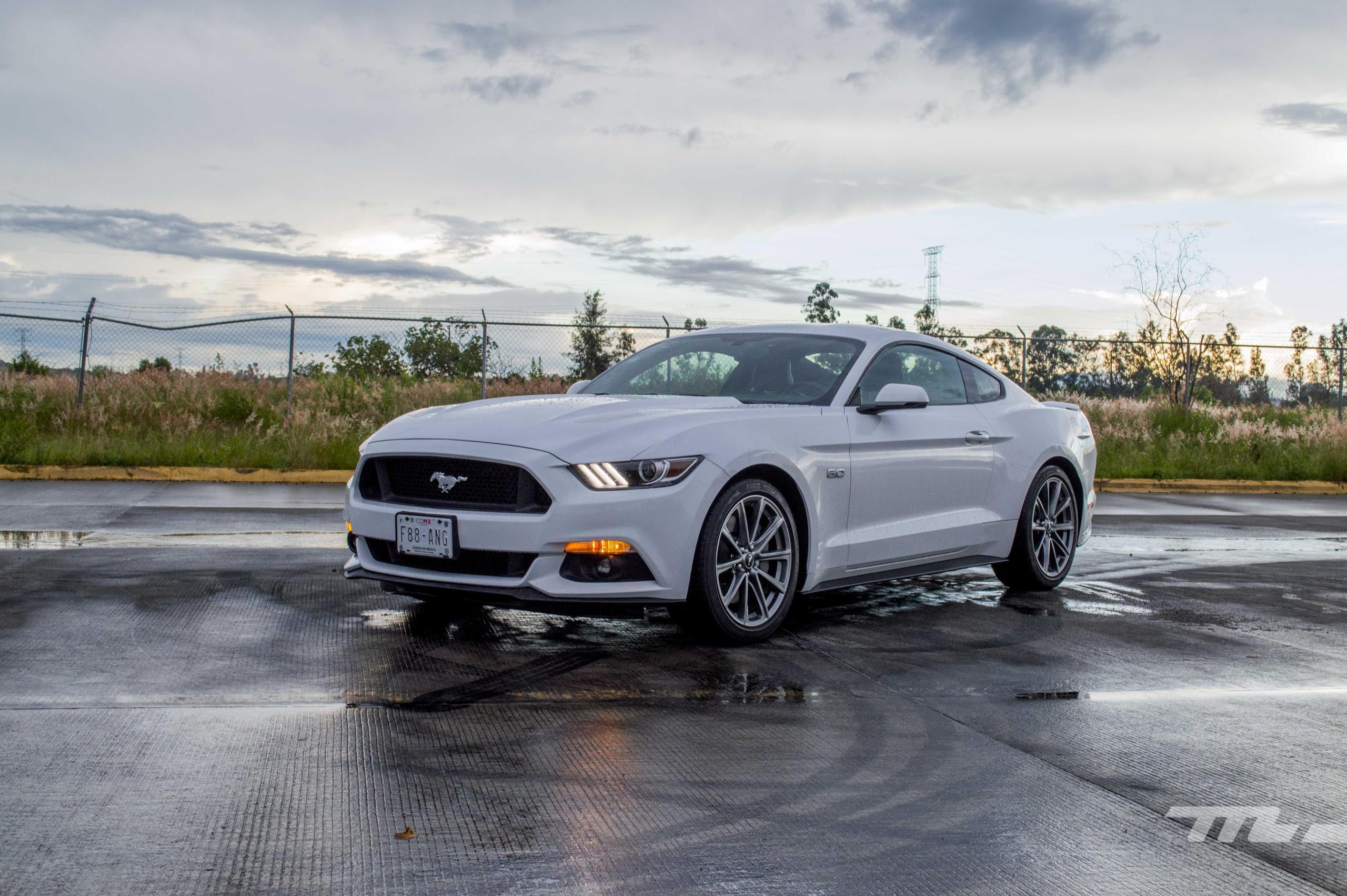 Foto de Ford Mustang GT V8 (1/22)
