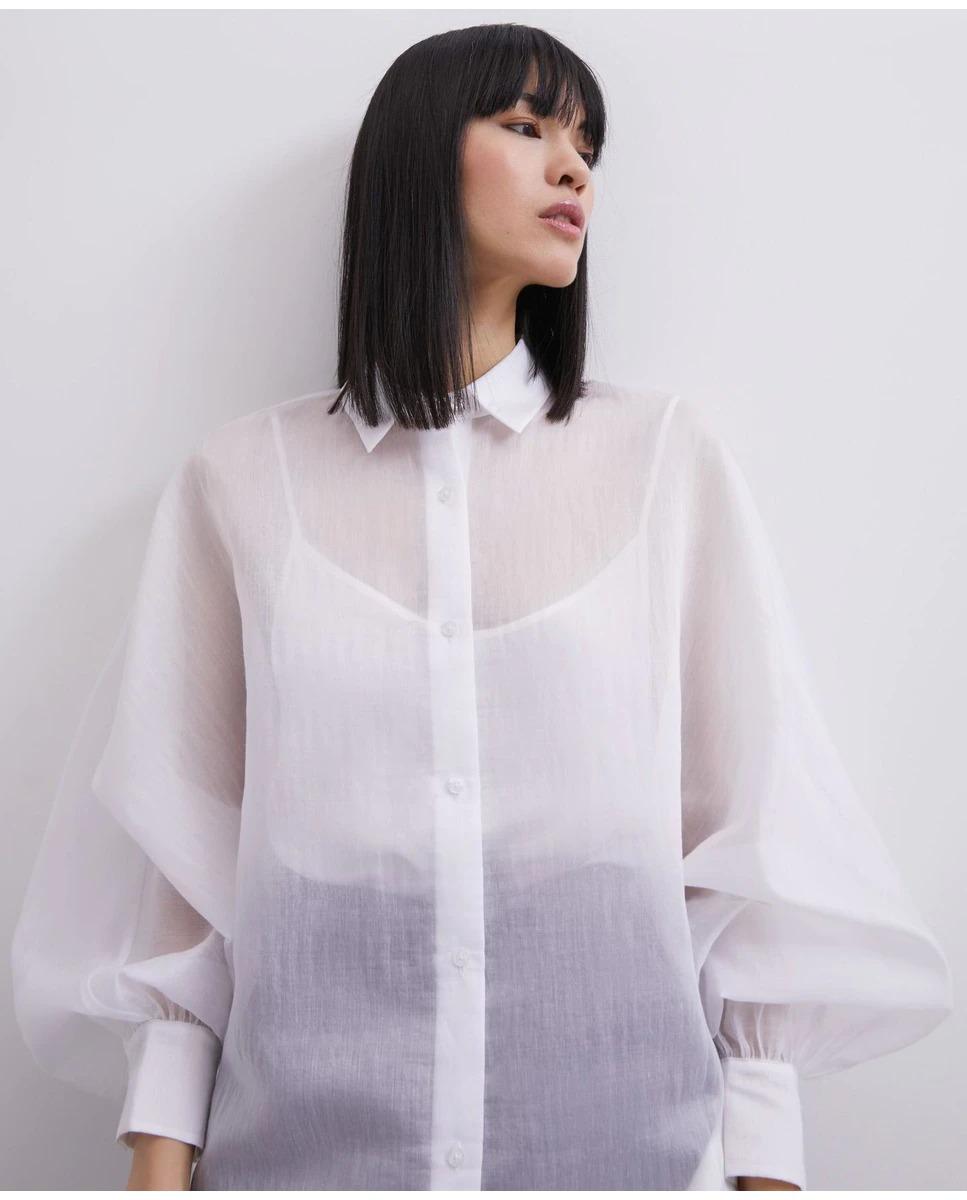 Camisa de mujer semitransparente de Adolfo Domínguez