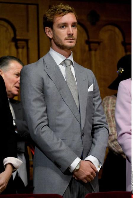 Pierre Casiraghi pasa de ser un príncipe azul, lo suyo es el gris y con mucho estilo