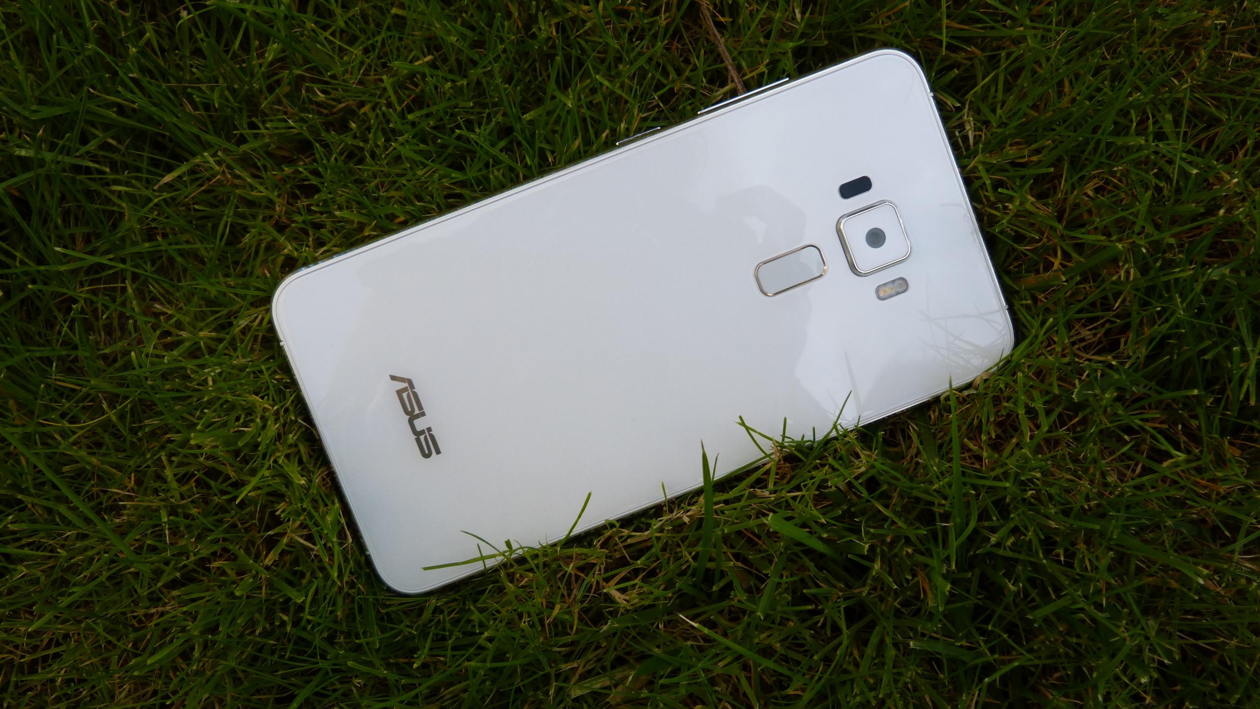Foto de ASUS Zenfone 3 (ZE552KL), diseño (17/29)
