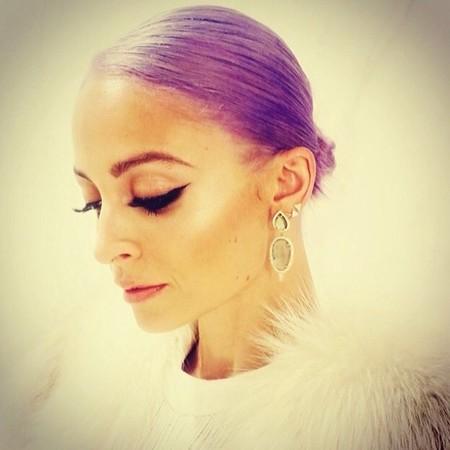 Nicole Richie estrena cabellera lila y nuevo perfume. ¿Algo más?