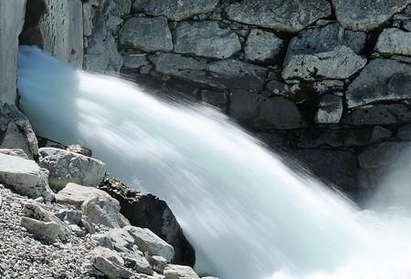 Usas (sin saberlo) 200 litros de agua en la descarga de un gigabyte de datos
