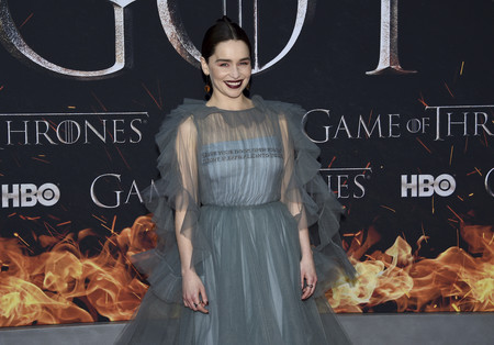 """Emilia Clarke enamora con su peinado al más puro estilo Daenerys Targaryen en la premiere de la temporada final de """"Juego de Tronos"""""""