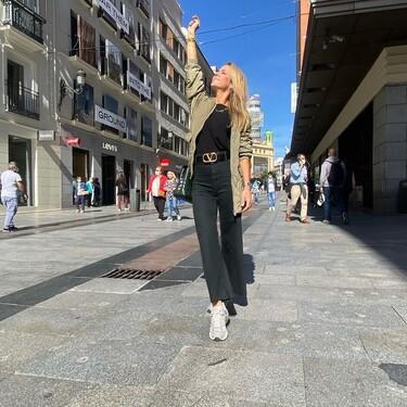 Chaqueta acolchada, vaquero negro y zapatillas New Balance: Amelia Bono nos propone el combo perfecto para el otoño