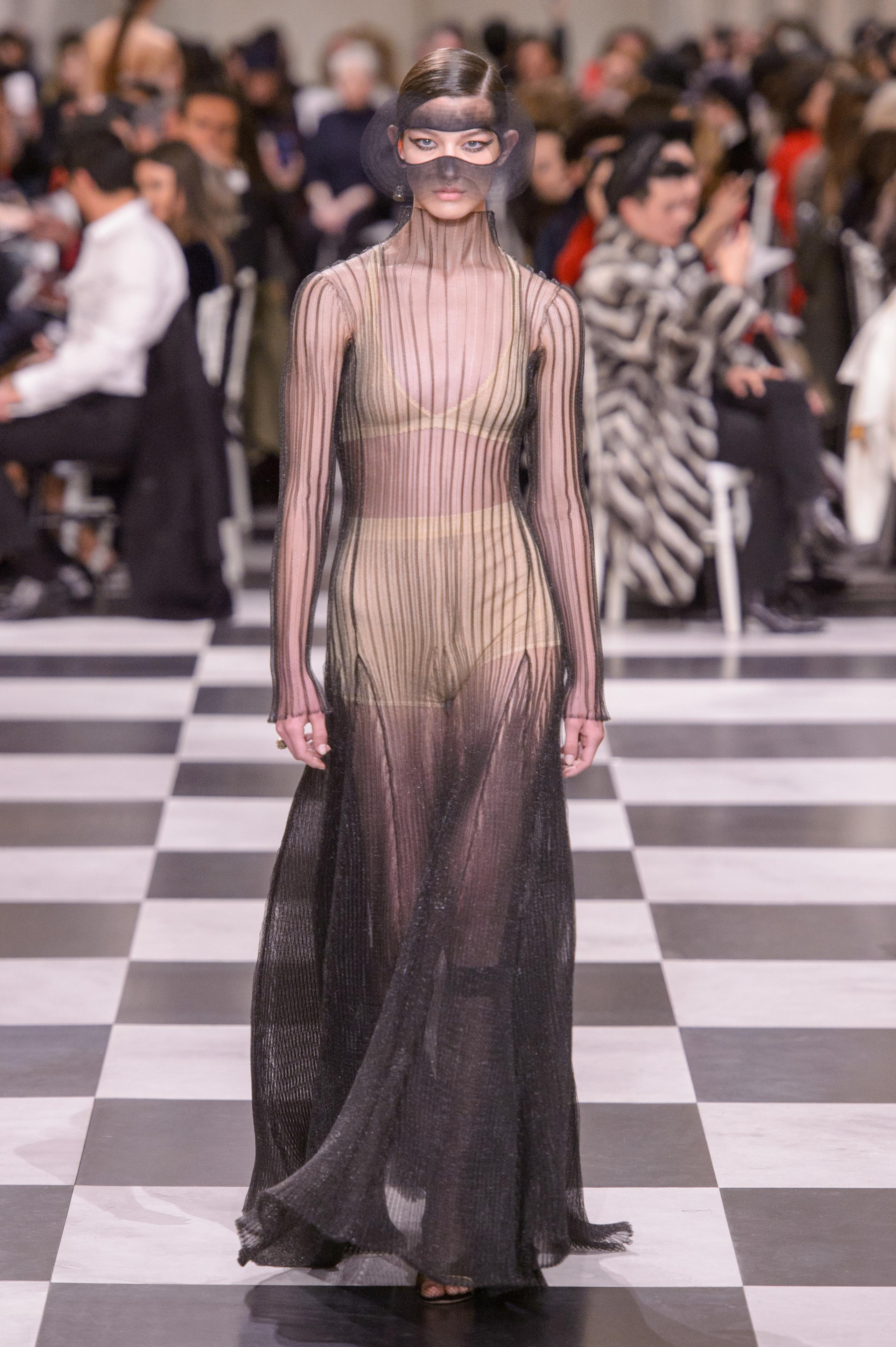 Foto de Dior Alta Costura: Maria Grazia Chiuri y su mágico desfile en blanco y negro Primavera-Verano 2018 (46/74)