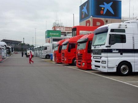 Paddock Barcelona Tests F1 2011