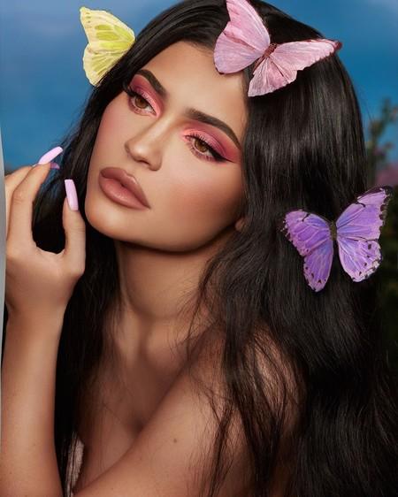 Las mariposas ahora se llevan en las manicuras como Kylie Jenner y estos 15 ejemplos que nos hacen revolotear