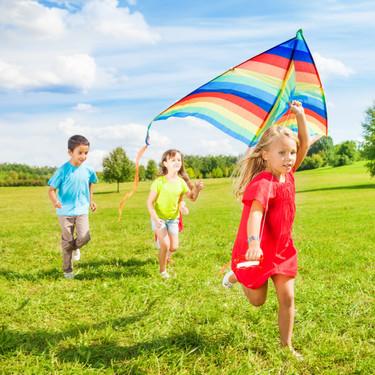 Hasta un 75% de los niños no juega lo suficiente: por qué es importante que lo hagan más