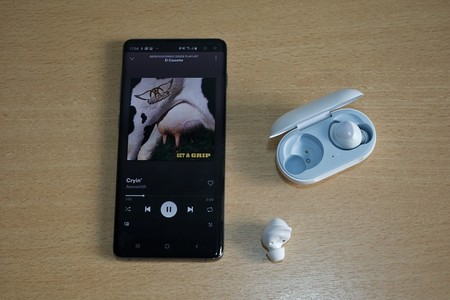 Los auriculares Bluetooth sin cables Galaxy Buds de Samsung están rebajadísimos en Amazon a 84 euros, su precio mínimo histórico