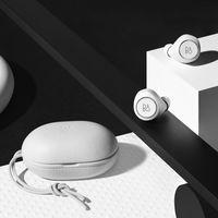 La nueva edición limitada de BEOPLAY E8 All Black and All White: sonido supremo con diseño minimalista
