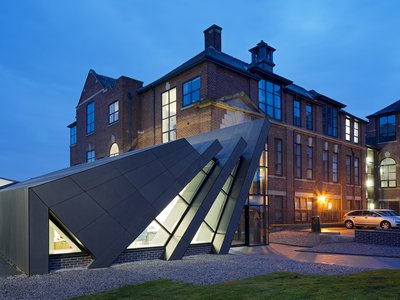 Espacios para trabajar: espectacular edificio y recepción del Ashton Sixth Form College