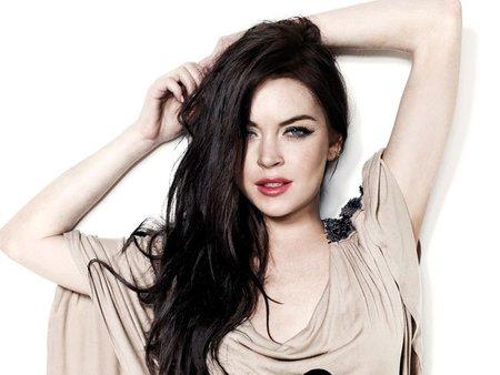 Lindsay Lohan se vuelve a meter hasta las juntas de los azulejos